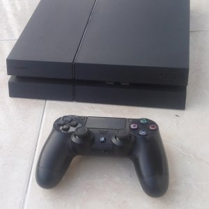 Vendo PS4 500 GB CUH-1215A